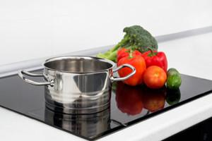Induktionskochfelder richtig putzen, säubern und pflegen